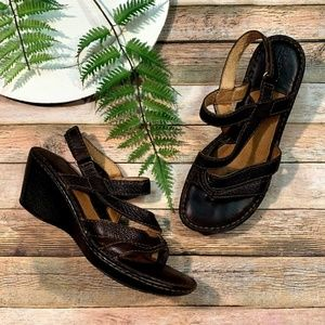 Women BORN Brown Leather Strappy Sandals--Sz 9